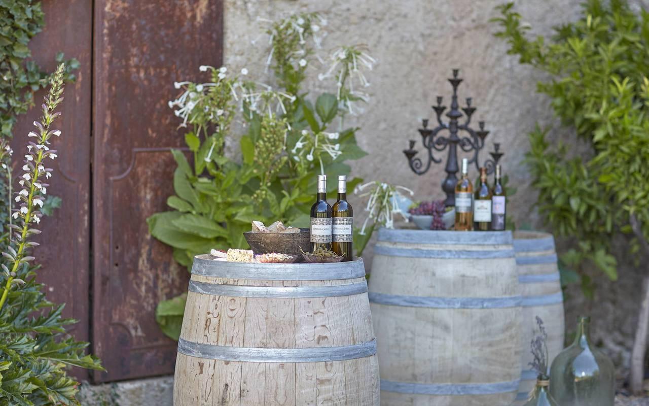 Good wines, Languedoc vineyard, Domaine et Demeure