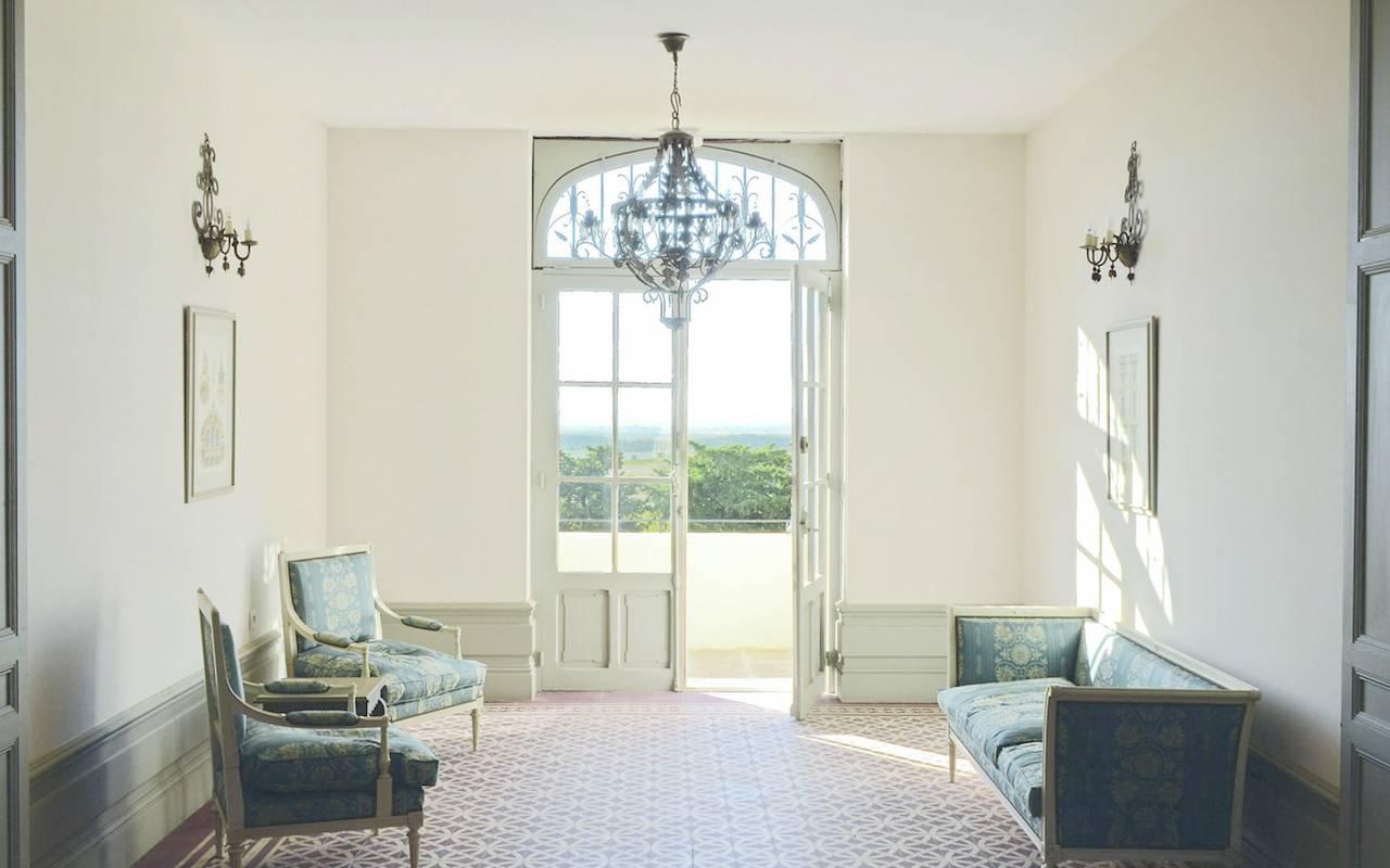 bright entrance, herault house rental, les carrasses