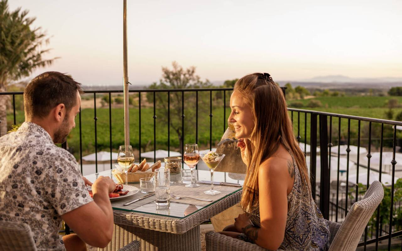 couple having dinner, rent apartment narbonne, les carrasses