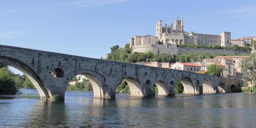 Vue de Béziers et du pont, à proximité de notre b&b près de Pézenas, Château St pierre de Serjac.