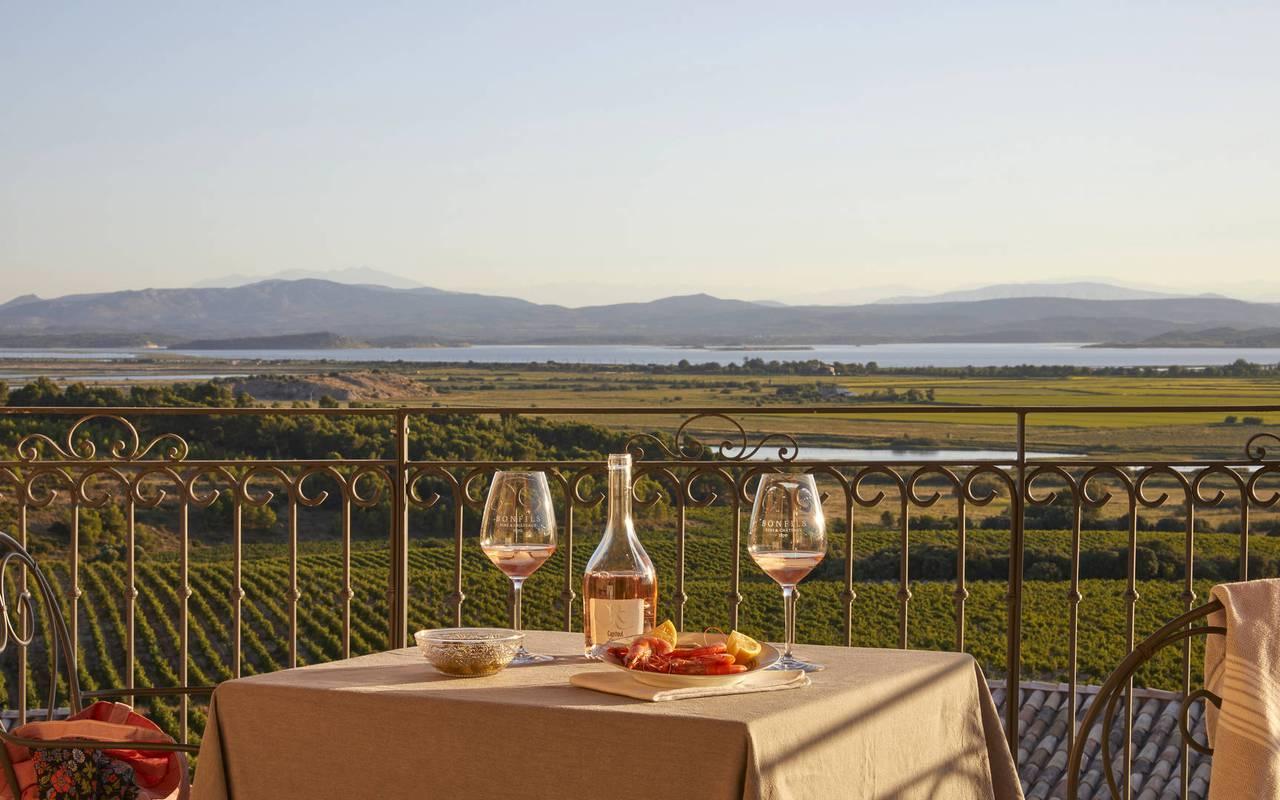 Table romantique en terrasse, location vacances occitanie, Domaine et Demeure
