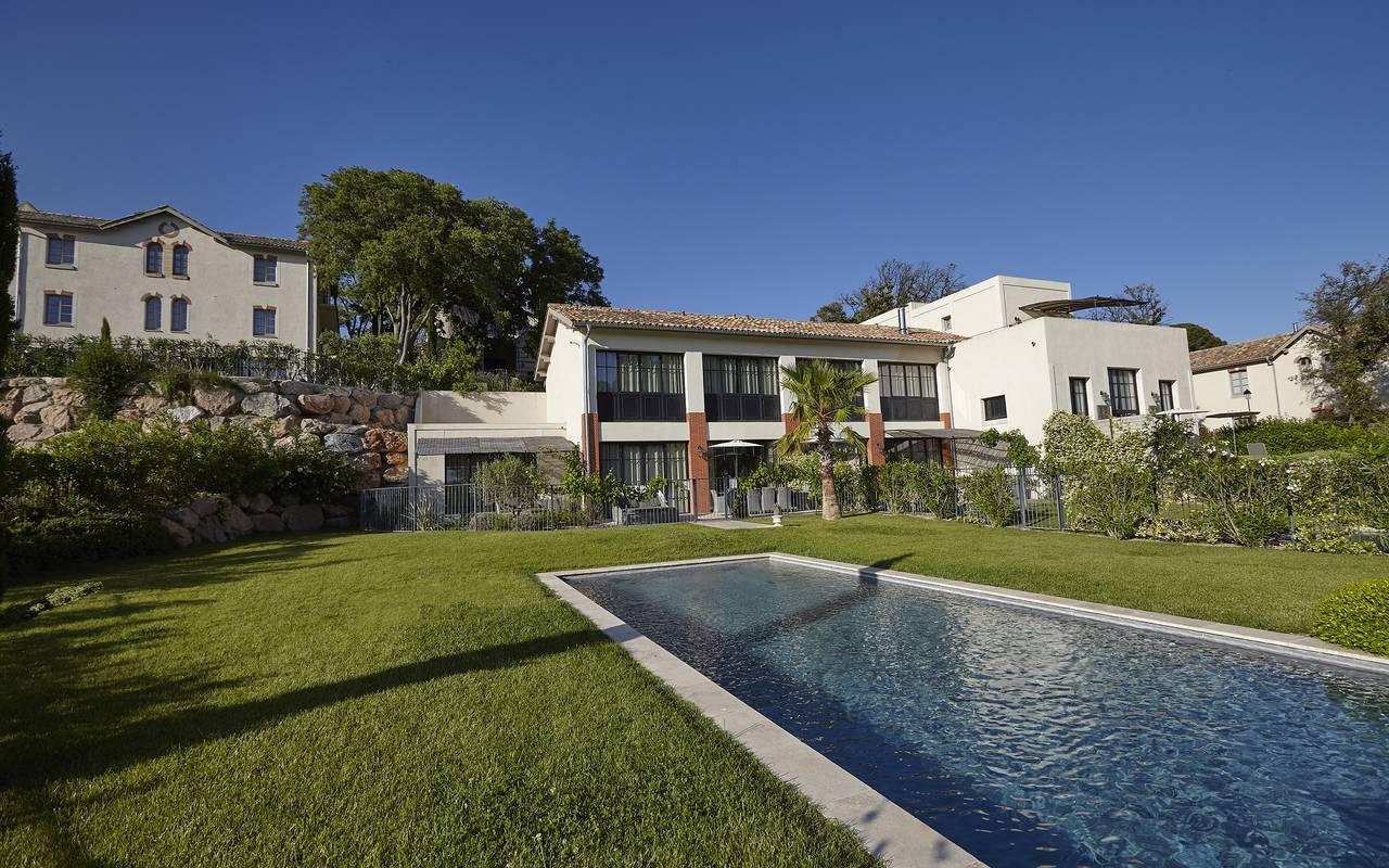 Maison avec grand jardin et piscine, villa dans le sud de la france, Domaine & Demeure