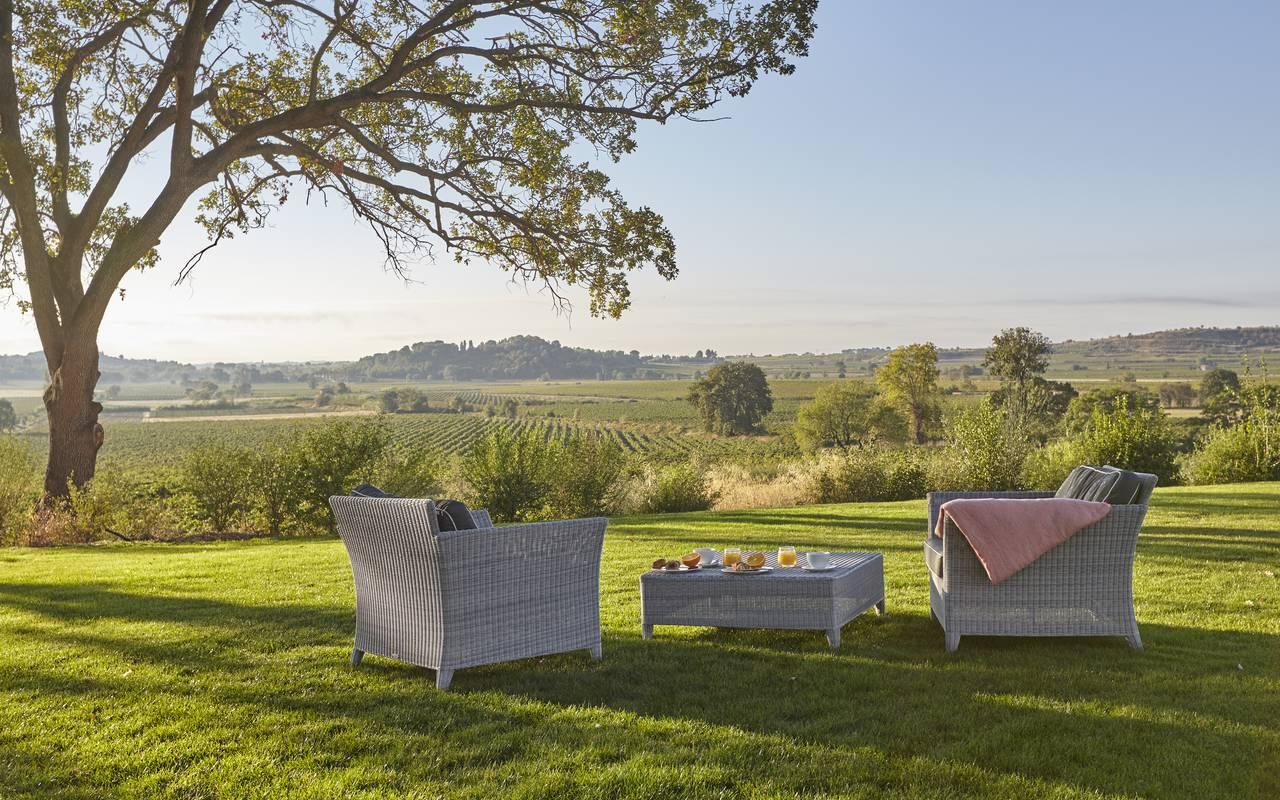 repas dans le jardin, vignoble et location villa languedoc , Domaine & Demeure