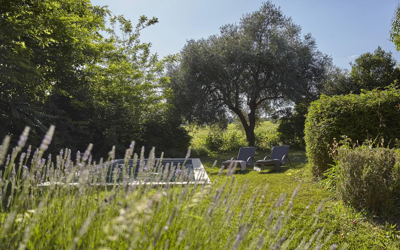 Jardin calme avec piscine, location vacances herault, Domaine & Demeure